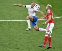 Spartak beat nine-man Rostov to regain Russian lead