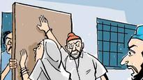 Dacoits loot Badlapur family of Rs2.7 lakh