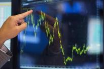 UPDATE 1-Hedge funds post worst start to year since 2008 -HFR