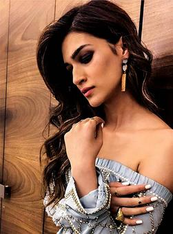 StyleDiaries: Kriti's denim dress vs Sonam's sari?