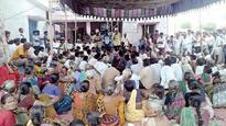 Mallanna Sagar oustees attend farmer's funeral in large numbers
