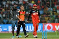 Hyderabad elect to bat in IPL final Royal Challengers Bangalore captain, Virat Kohli (R) and his Sunrisers Hyder...