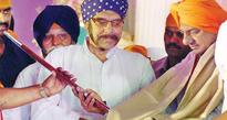 Sikhs present sword to KCR
