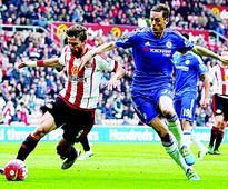 Sunderland stun Chelsea to move out of drop zone  Defoe clinches 3-2 win for Black Cats
