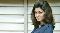 Oviya tries her luck in Sandalwood