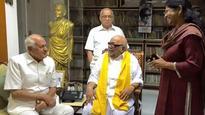 Farooq Abdullah meets Karunanidhi, wishes him luck for Tamil Nadu polls
