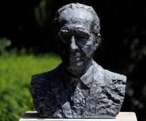 Former Israeli president Shimon Peres dies at 93. Click for more.