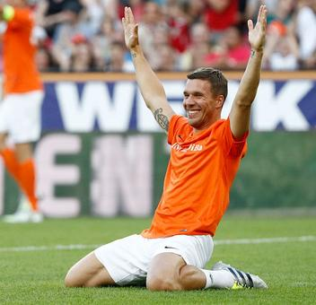 A perfect stage set for Podolski's farewell