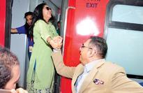 Boman Irani-Meghna Gulzar recreate SRK-Kajol's 'DDLJ' moment