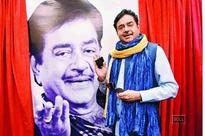 A nervous Shatrughan Sinha's date with the ladies in Jaipur!
