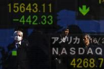 GLOBAL MARKETS-Asian shares slip as bank fears add to global gloom