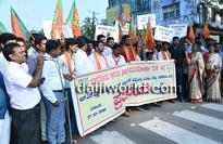M'luru: BJP Yuva Morcha protests against murder of RSS activist