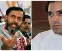 Defence deal row: Yogendra Yadav tightens noose on Varun Gandhi, questions BJP over inaction