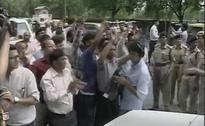 In Court, Arvind Kejriwal And Arun Jaitley. Outside, Supporters Clash.