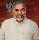 Sena, BJP war of words continues