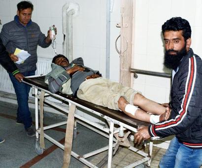 Srinagar: Grenade attack on police party kills 1, injures 4
