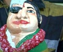 Micro artist pays unique tribute to Jayalalithaa and MGR