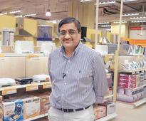 Offline retailers expect sales surge on long Independence Day break