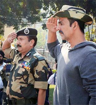 Akshay donates Rs 9L each to kin of Sukma attack martyrs