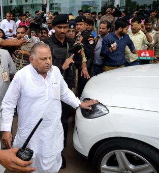 Mulayam joins campaigning, but seeks votes for Shivpal