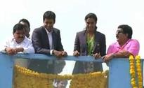 Sindhu mobbed on homecoming, victory ride on open-top bus