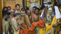 Shankaracharya of Kanchi Jayendra Saraswathi's last rites begin; thousands arrive to pay homage