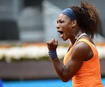 Serena eases through, Tipsarevic out