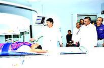 MoS Sharad Jain undertakes surprise inspection of Hamidia Hospital