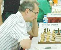 Ukrainian GM Neverov tames Roy to take sole lead