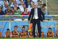Former Argentina coach Alejandro Sabella discharged from hospital, concerns remain