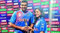 Anuja presents trophy to Ashwin
