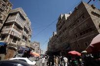 Air raids resume in Sanaa as Yemen truce expires