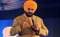 Tujhse khansi to theek nahin hui, Delhi kya theek karega: Sidhu's video on Kejriwal goes viral