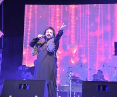 Adnan Sami performs at Dal lake, says has seen heaven now