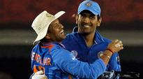 Dhoni quits captaincy, Tendulkar leads tributes