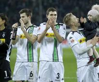 Gladbach's quick treble condemns Bayern to first league loss