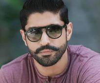 Rock On Farhan Akhtar, Says Bollywood on Actor's Birthday