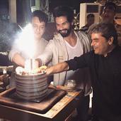 Check out: Shahid Kapoor cut his birthday cake with Vishal Bhardwaj and Sajid Nadiadwala