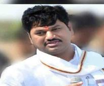 Munde corners Sena-BJP with online campaign