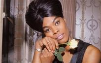 15:04 Dionne Warwick: dizzying downfall of a bankrupt diva