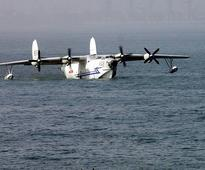 What is an amphibious aircraft and why is SpiceJet planning to buy 100 such planes?