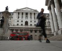 Bank of England upbeat on growth, inflation worries some rate-setters