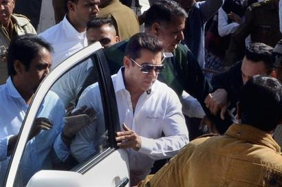 Big relief for Salman Khan, acquitted in Arms Act case