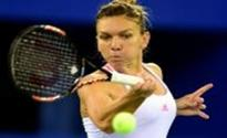 Halep kicks off Singapore campaign with victory over Keys