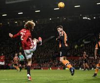 Mata, Fellaini give Manchester United League Cup edge