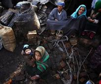 Srinagar fire victims suffer in plastic tents without food, heating