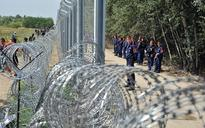 Hungary bolsters anti-refugee fence on Serbia border