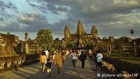 Pay in yuan - Cambodia lures Chinese tourists