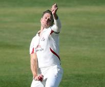 Yorkshire fight back after early problems against Lancashire