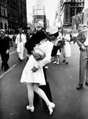 Woman in iconic V-J Day kiss photo dies at 92